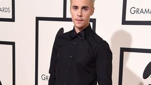 Justin Bieber csupaszon fürdött, hát kiposztolta
