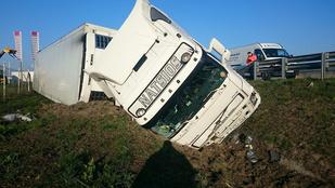 Egy picit elaludt a kamionsofőr