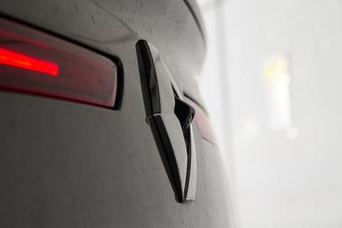 Önöket mire emlékezteti ez az otromba tolatókamera-installáció a Renault-márkajel közepén?
