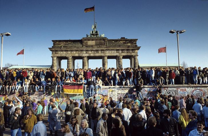 A berlini fal lebontása
