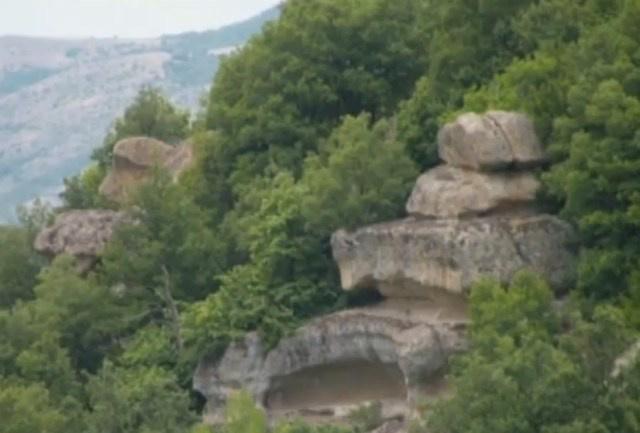 Thracian-rock-pyramid-10