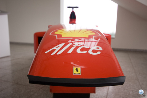 Majdnem Ferrari: az olasz sportautógyártó a sikerek érdekében fejlesztései egy részét megosztja a Schuberth-tel