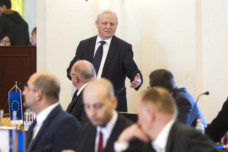 Tarlós István fõpolgármester (k) a Fõvárosi Közgyûlés ülésén a Városháza dísztermében 2016. március 30-án.