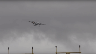 Ha fél a repüléstől, ne nézze meg ezt a viharban leszállást!