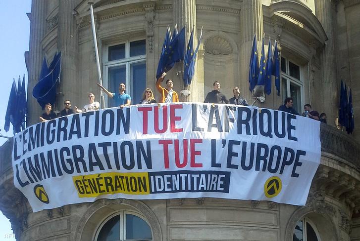 """A """"Generation Identitaire"""" demonstrációja 2015 májusában Párizsban a bevándorlók ellen"""