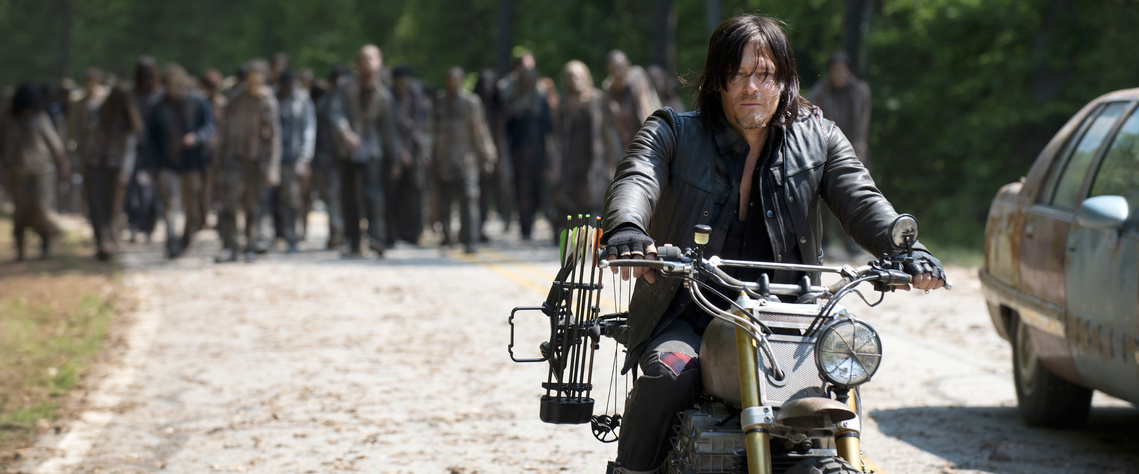Daryl-Leads-the-Horde-in-The-Walking-Dead-Season-6-Premiere