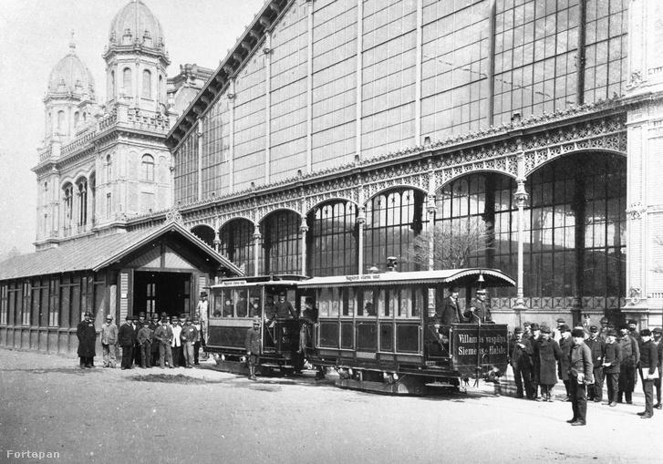 A kísérleti villamos állomása a Nyugati pályaudvar előtt