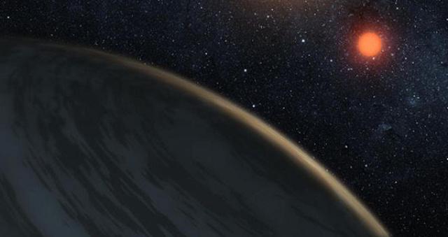 Fantáziarajz egy alacsony felszíni hőmérsékletű, vörös törpecsillag körül keringő bolygóról. Egy új kutatási eredmény szerint ezek a planéták melegebbek és kevésbé jegesek lehetnek, mint az azonos távolságban, de forróbb csillagok körül keringő társai