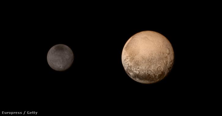 Plutó és holdja a Charon.