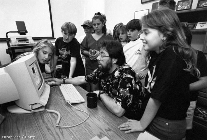 Iskolásoknak mutatja az Apple új számítógépét Steve Wozniac