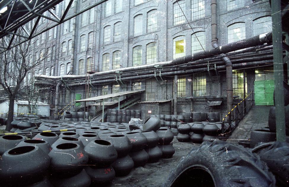 A cég Kerepesi úti üzemének jellegzetes téglakockás épülete mögötti hatalmas területen folyt a termelés.                          Az egykori Taurus legkurrensebb lakossági cikke a gumimatrac volt, amelyből a csúcson évi egymillió darab készült, a világon minden harmadikat a cég gyártott, hozzá külön ragasztót és foltkészletet mellékelve. A matracok ma már névtelen kínai üzemekből kerülnek a hipermarketek polcaira, pár száz forintos eldobható áruként.