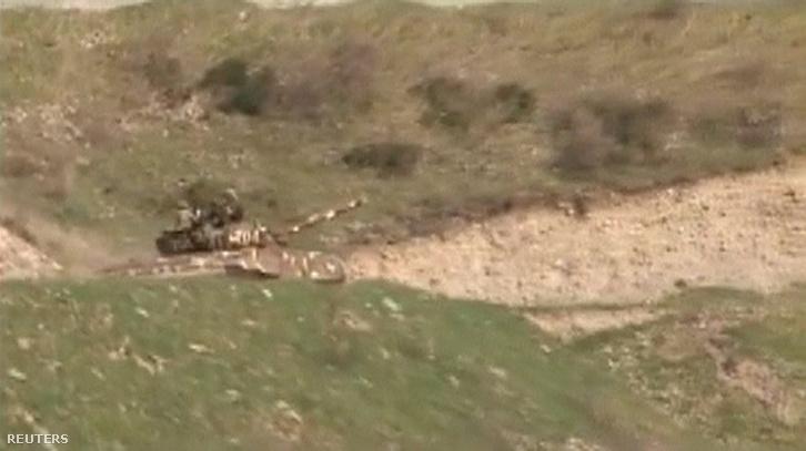 """Örmény tank Hegyi-Karabah """"védelmi minisztériumának"""" felvételén"""