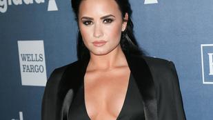 A hétvége dekoltázsát Demi Lovato nyerte
