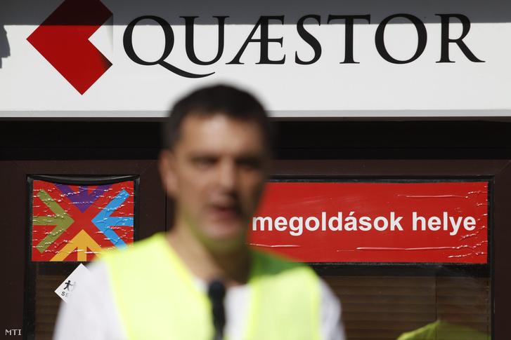 A Quaestor Értékpapír Zrt. Báthory utcai székháza ahol demonstrációt tartottak a károsultak 2015. április 11-én.