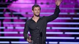 Chris Hemsworth óriásit dobott Rihanna számán
