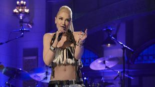 Gwen Stefani feneke kicsusszant a szoknyájából