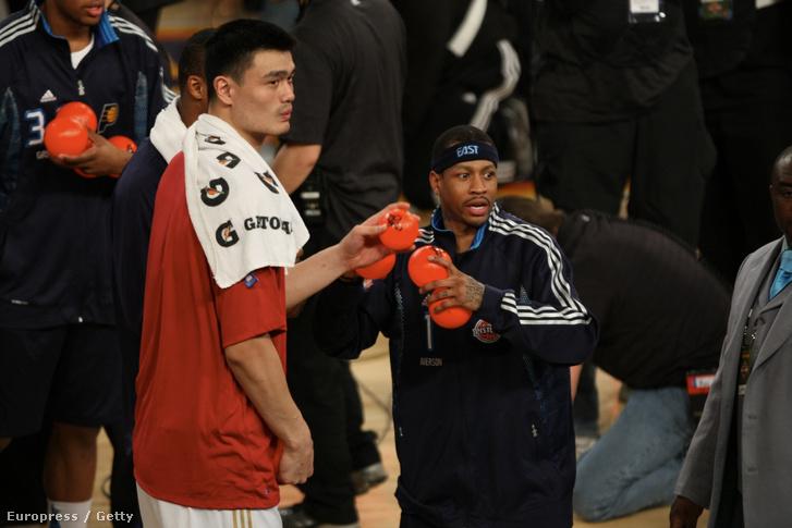 Jao Ming és Allen Iverson a 2009-es NBA All-Star gálán.