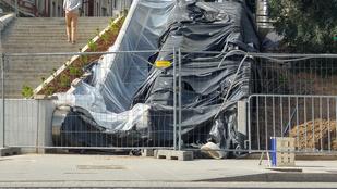 A sínekre viszi az embereket az új mozgólépcső a Széll Kálmán téren