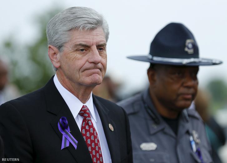 Phil Bryant kormányzó.