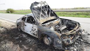 De mit keresett fejjel lefelé a holttest a Taksonynál kiégett autóban?