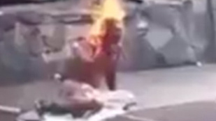 Meglincseltek és élve felgyújtottak egy venezuelai tolvajt