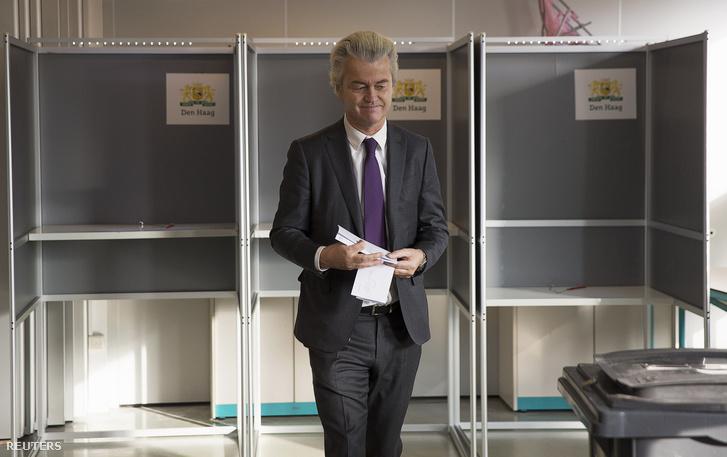 A szélsőjobboldali Szabadságpárt elnöke, Geert Wilders Hágában szavazott