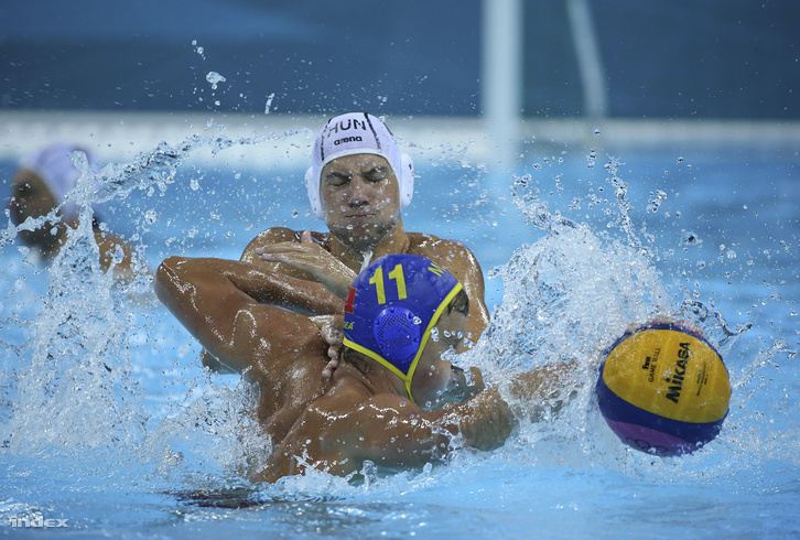 Vízi birkózás a magyar-montenegrói meccsen a 2012-es olimpián.