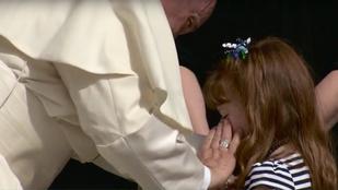 Meg fog vakulni az 5 éves kislány, aki eljutott a pápához