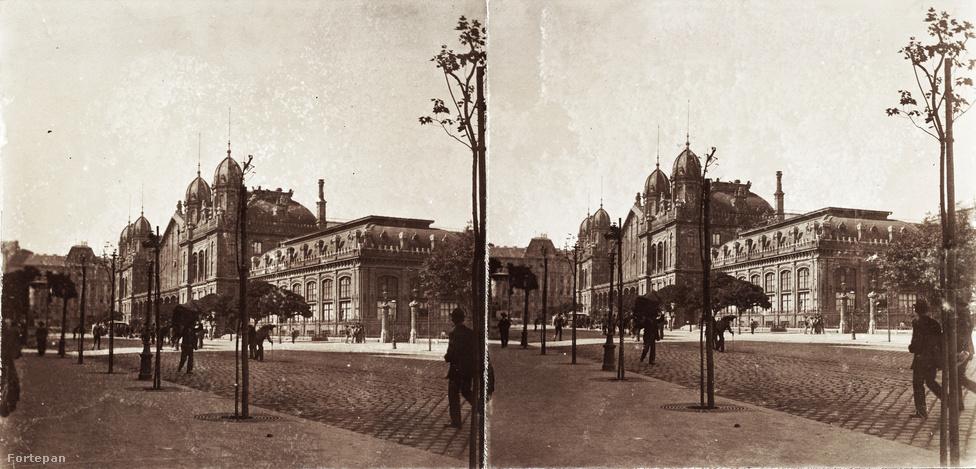 A körúti munkálatokat az 1870-ben felállított Fővárosi Közmunkák Tanácsa irányította, melynek célja a főváros egységes városrendezésének megteremtése volt – már Buda, Pest és Óbuda 1873-as egyesítése előtt is. Podmaniczky Frigyes báró pepita nadrágja és gomblyukba tűzött szegfűje ezért nemcsak az épülő Sugárúton tűnt fel naponta, de a születőben lévő körúton is. Podmaniczkyről azt pletykálta akkoriban a fővárosi társaság, hogy varázsló, mert egy-egy kézmozdulatára házak, utcák, városrészek tűntek el, hogy ugyanott újak emelkedjenek. Példa erre az Osztrák-Magyar Államvasúti Társaság útban álló régi indóháza, melyet le kellett bontani, hiszen beleesett az épülő Nagykörút vonalába. Az új indóházat (a mai Nyugati pályaudvart) 1874 és 1877 között, Gustave Eiffel és August de Serres tervei nyomán építették fel.
