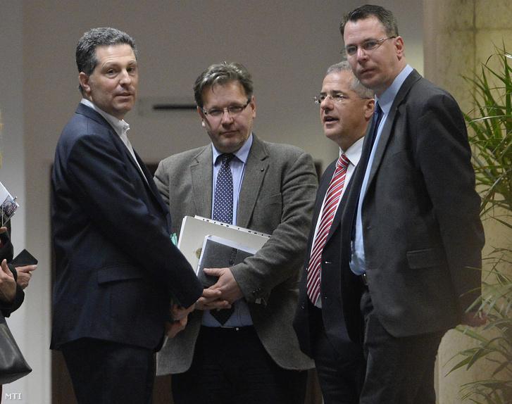 Schiffer András, Vejkey Imre, Kósa Lajos és Mirkóczki Ádám az alaptörvény módosításáról tartott ötpártinak meghirdetett egyeztetés után.