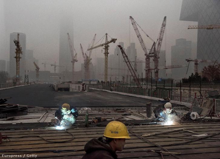 Épülő felhőkarcolók Peking egyik új üzleti negyedében