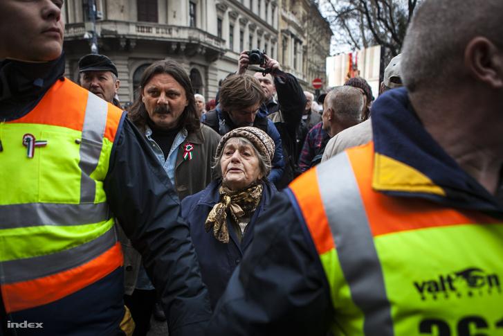 2015. március 15-én a Fidesz rendezvényét a Valton Security emberei biztosították