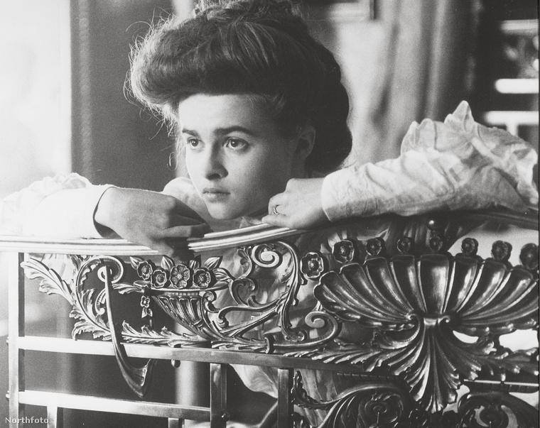 Helena Bonham Carter szende a Szoba kilátássalban