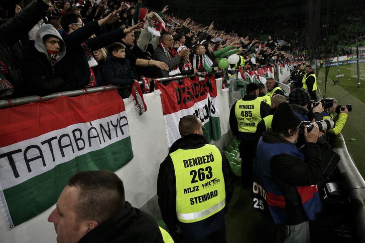 Valtonos biztonsági emberek a magyar válogatott mérkőzésén