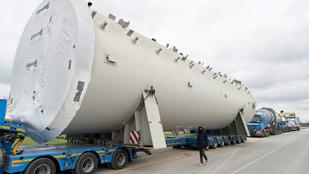 Gigantikus konvoj okoz áramszünetet a 81-es út mentén