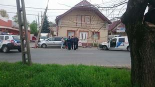 Meghalt egy villanyoszlopnak ütköző autós Érden