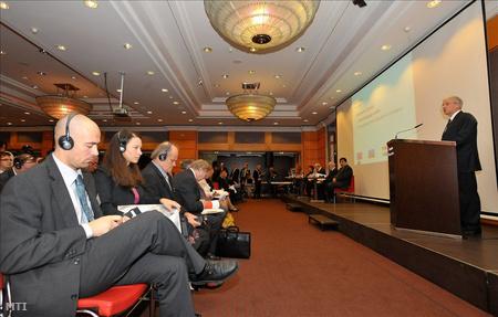 Sólyom László köztársasági elnök az EU alapok szerepe a roma integráció elősegítésében című konferencián