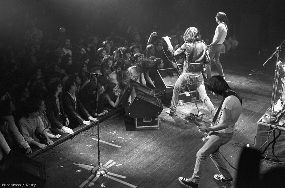 Az eredeti felállás (tehát Joey, Dee Dee, Tommy és Johnny) 1978-ig működött, amíg a magyar származású (eredeti nevén Erdélyi Tamás) Tommy belefáradva a turnézásba és az állandó zenekaron belüli konfliktusokba, kiszállt a Ramonesból és az együttes lemezproducereként dolgozott tovább. Erdélyi helyét Marc Bell, ismertebb nevén Marky Ramone vette át, aki Erdélyi 2014-es halálával a legrégebbi, még élő Ramones-tag lett.