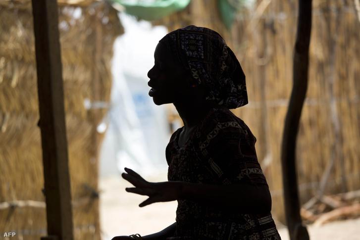 Egy lány a Minawao menekülttáborban