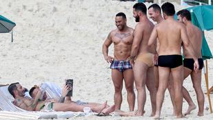 Marc Jacobs vonzza a pasikat a riói strandon