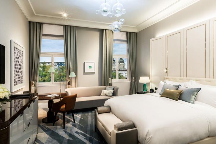 Elegant guestroom dayveiw.png