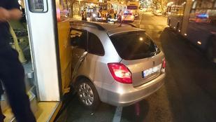 Villamossal ütközött egy autó a Bartók Béla úton