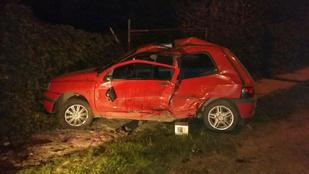 Ütközés után felborult egy autó a XXII. kerületben