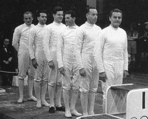 A magyar csapat, aranyéremre várva: Gerevich Aladár, Kovas Pál, Kárpáti Rudolf, Hámori Jenő, Magay Dániel, Keresztes Attila.