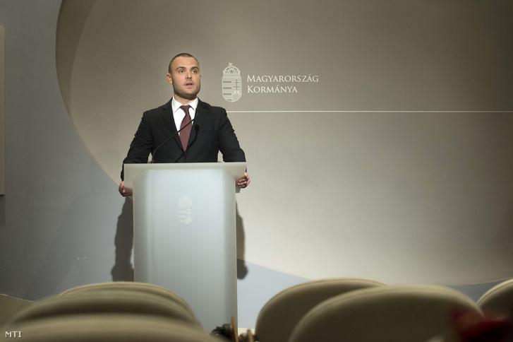 Csepreghy Nándor a Miniszterelnökség fejlesztéspolitikai kommunikációért felelõs helyettes államtitkára.