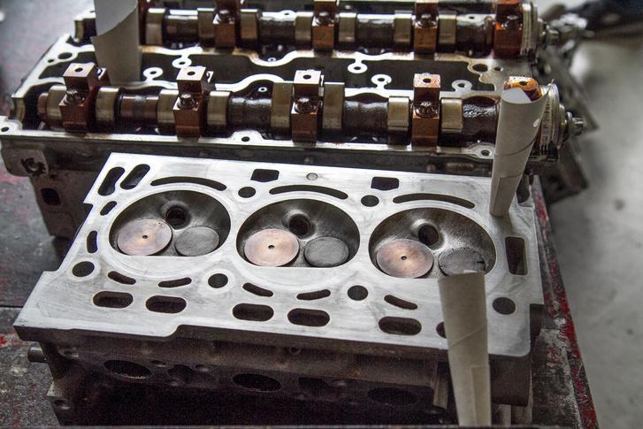 A három hengeres Skoda HTP motorja több sebből vérzik