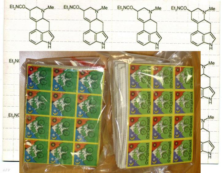 Utcáról lefoglalt LSD-bélyegek Franciaországból, 2008-ban.