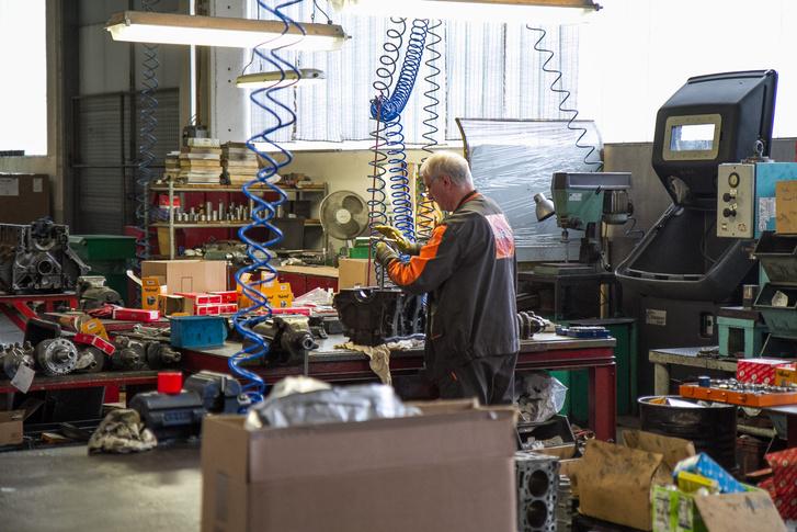 A motorok összeszereléséhez nyugodt kéz kell