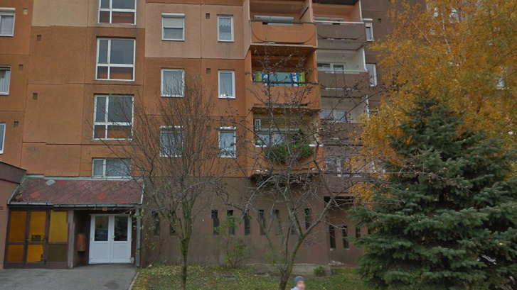 Lakóépület a veszprémi Dióssy Márton utcán. Ide van bejelentve a 800 milliós árbevételű Valton Hungary