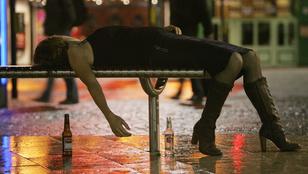 Félmeztelenül könyörgött szexért a részeg nő az utcán